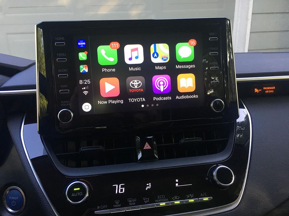 2020 Toyota Corolla Hybrid LE Apple CarPlay