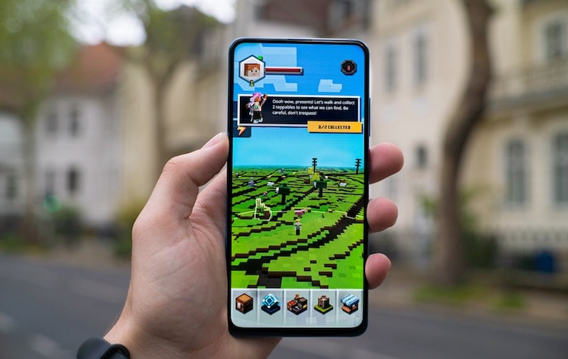 Minecraft Earth impresses you with stunning 8-bit pixel looks and many AR (Augmented Reality) features / Credits: Mika Baumeister via Unsplash